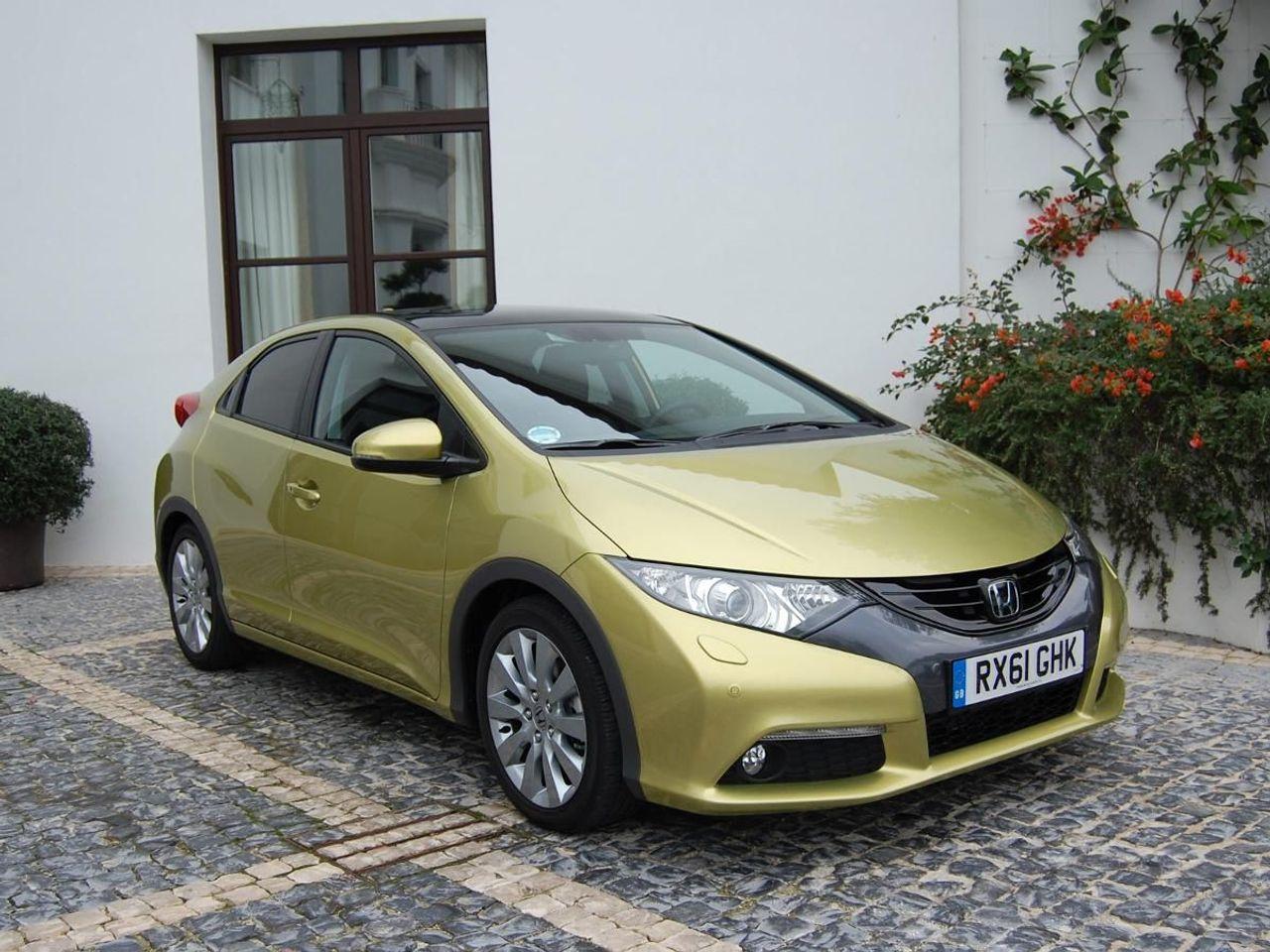 Honda Civic Hatchback (2011 - 2014) MK 9 review | Auto ...