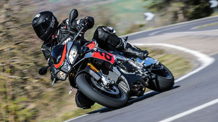 Aprilia Tuono V4 1100 Factory Super Sports (2017 - ) review