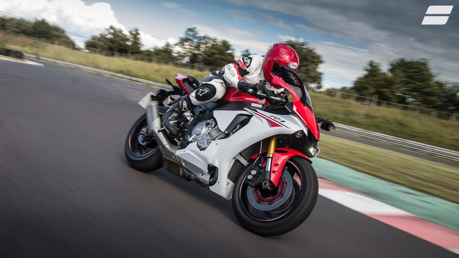 Yamaha YZF-R1 (2015 - ) expert review