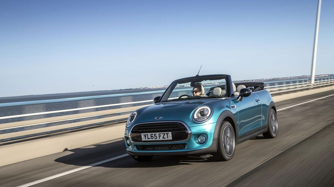 2016 Mini Cooper Convertible front bridge
