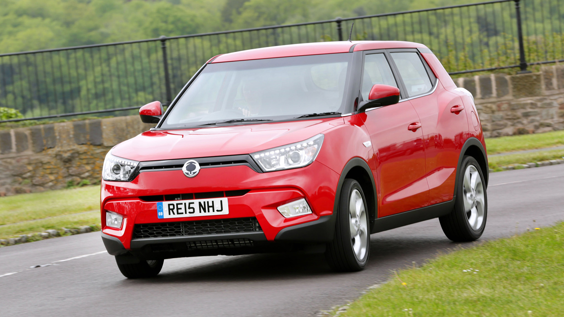 used ssangyong tivoli cars for sale on auto trader uk. Black Bedroom Furniture Sets. Home Design Ideas