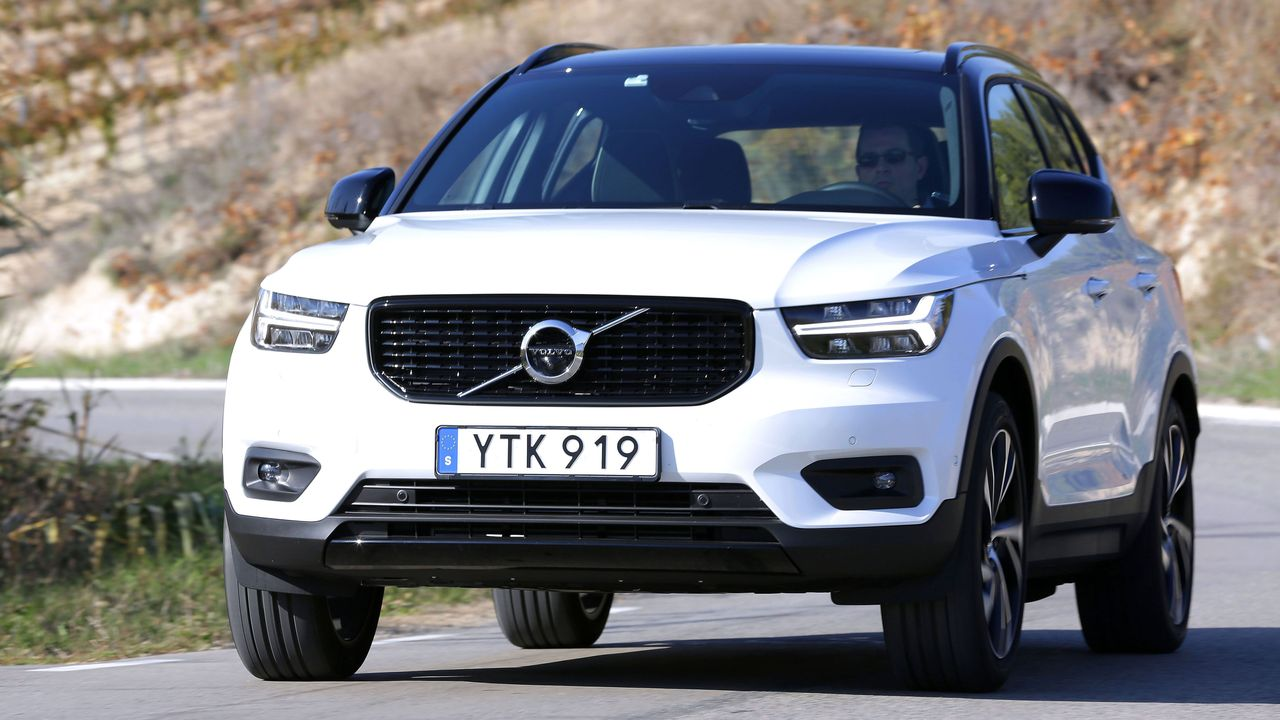 volvo xc40 suv 2017 review auto trader uk. Black Bedroom Furniture Sets. Home Design Ideas