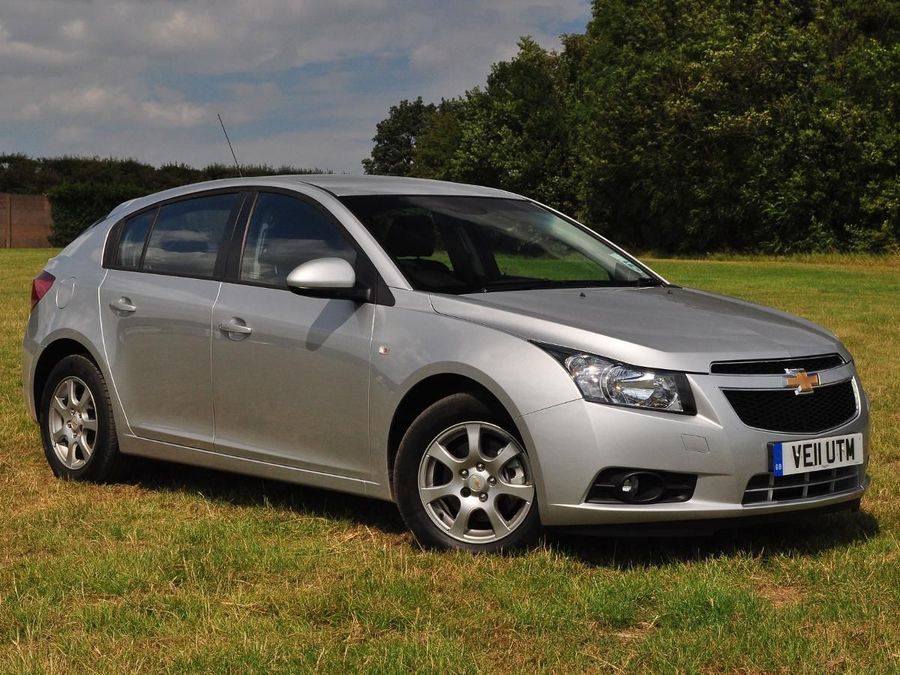 chevrolet cruze hatchback 2012 review auto trader uk. Black Bedroom Furniture Sets. Home Design Ideas
