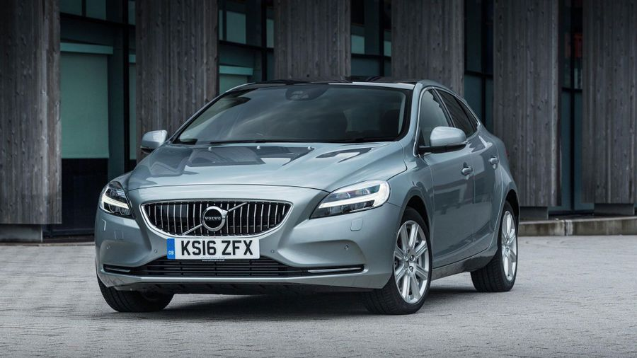 New Volvo V40 Review Amp Deals Auto Trader Uk