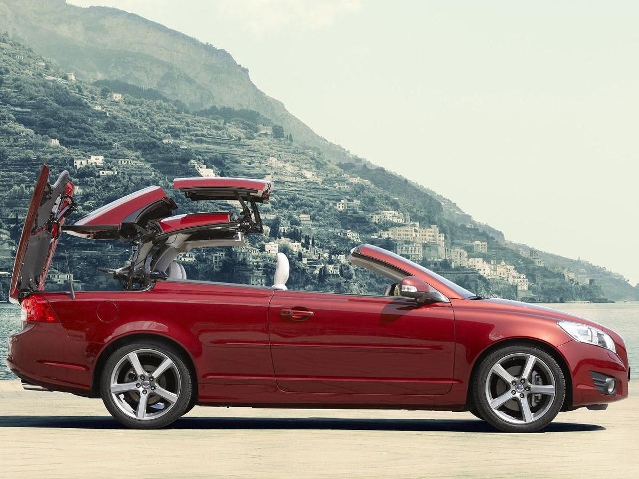 Volvo C70 Convertible (2009 - 2013) MK 1 Facelift review ...