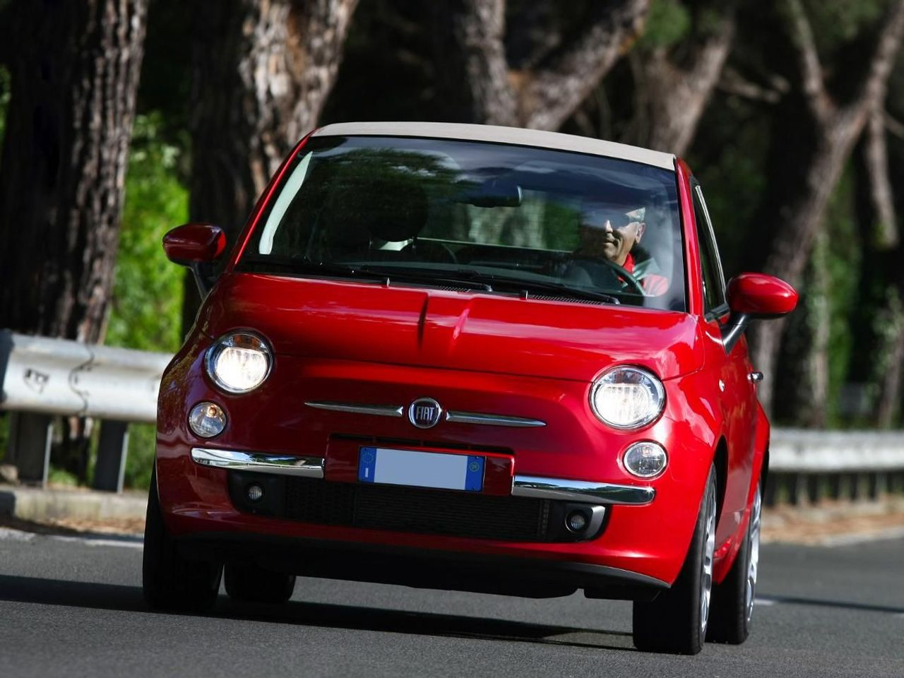 Fiat 500 C convertible (2009 – ) review | Auto Trader UK