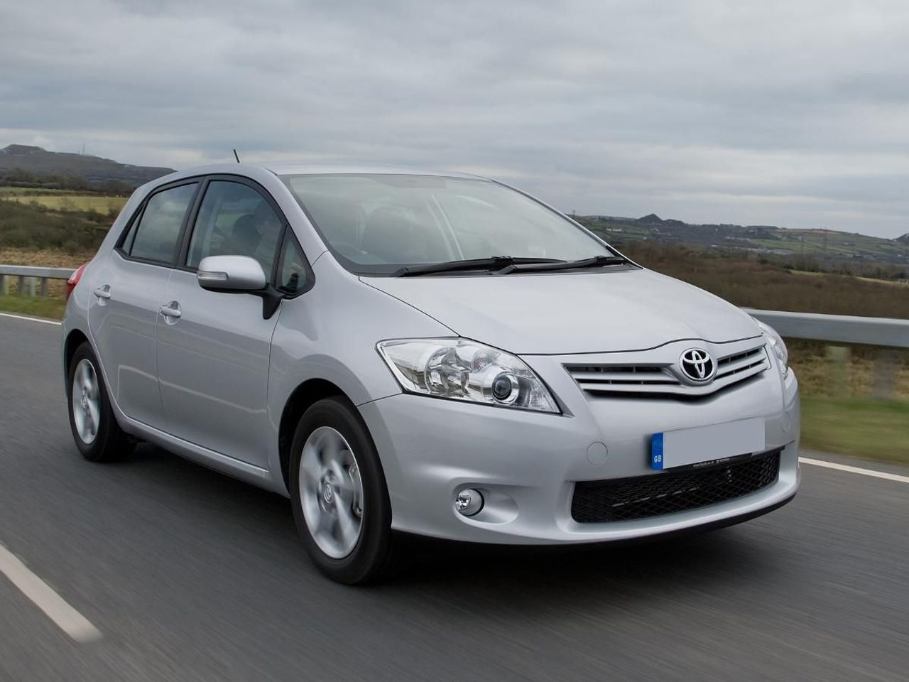 toyota auris hatchback 2007 2010 review auto trader uk. Black Bedroom Furniture Sets. Home Design Ideas