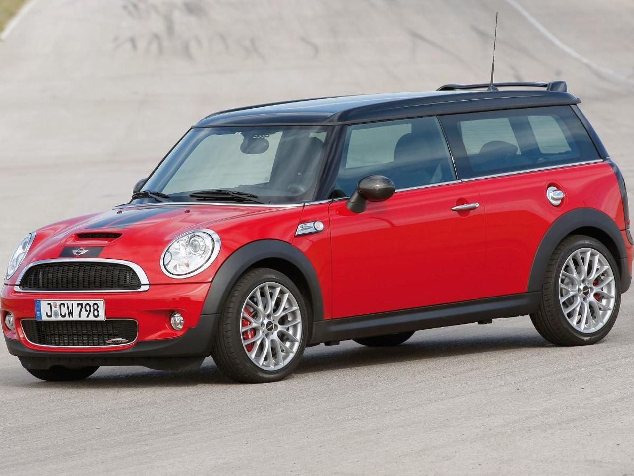 mini clubman john cooper works estate 2009 review auto trader uk. Black Bedroom Furniture Sets. Home Design Ideas