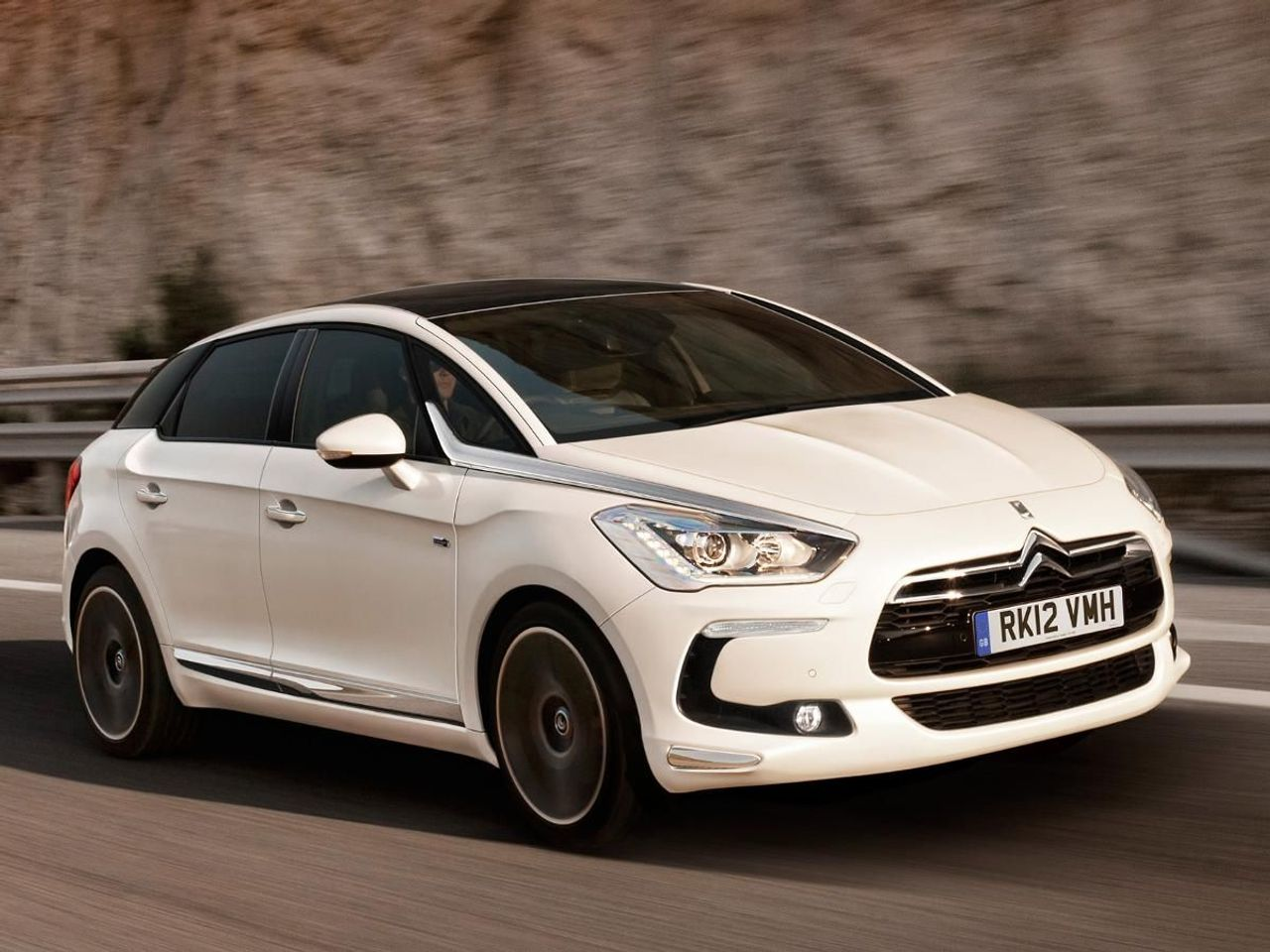citroen ds5 hatchback 2011 review auto trader uk. Black Bedroom Furniture Sets. Home Design Ideas