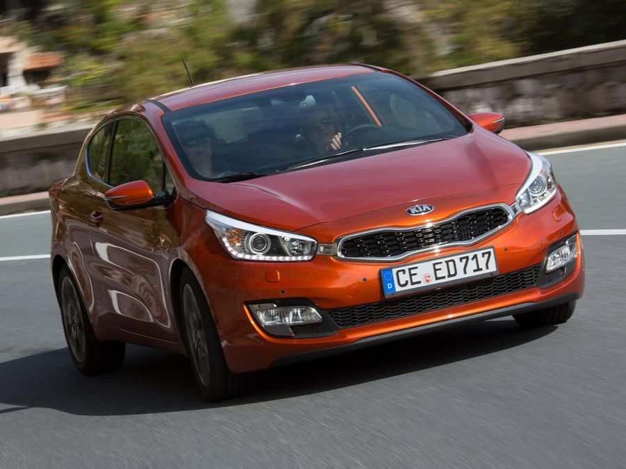 kia pro cee 39 d hatchback 2013 review auto trader uk. Black Bedroom Furniture Sets. Home Design Ideas