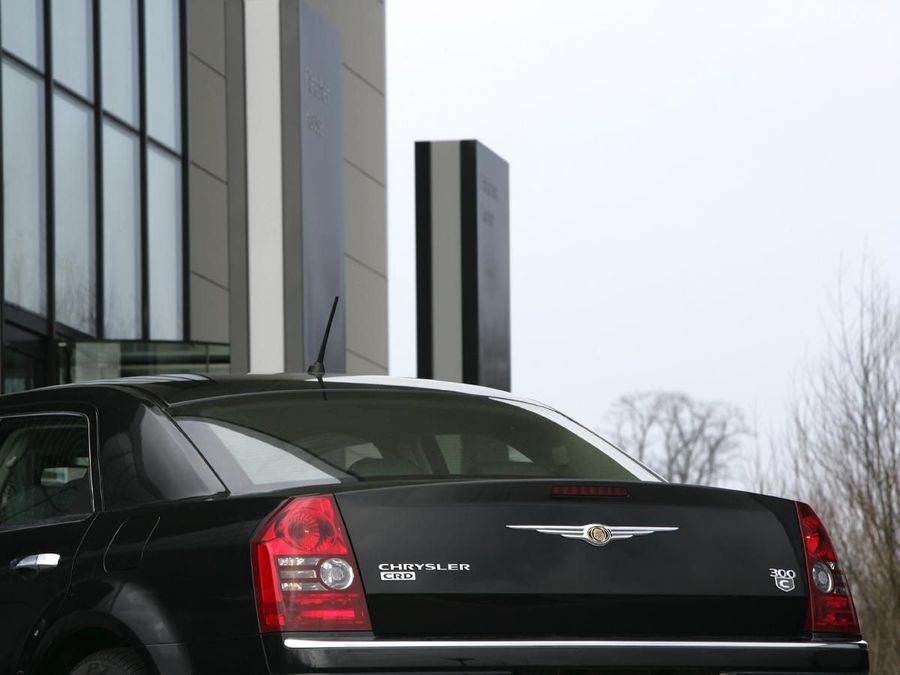 Chrysler 300C saloon 2005  2011 review  Auto Trader UK