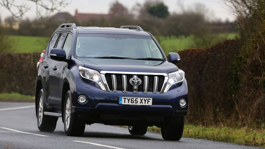 2015 Toyota Land Cruiser SUV front action