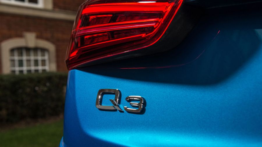 2015 Audi Q3 badge